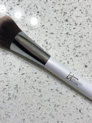 It Cosmetics-It – Brocha nro 77 Edición Especial